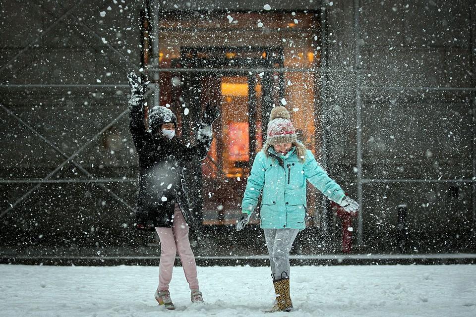 По Нью-Йорку вновь прошёл снежный шторм. В городе выпала половина месячной нормы осадков