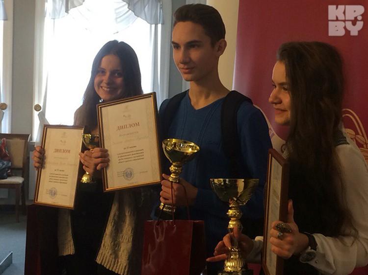 Тройка победителей: Ксения Бороховская из Воложина, Максим Овсяник из Барановичей и Нинель Тихонова из Витебска.