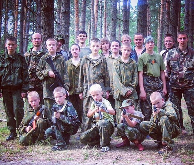 Ивана Охлобыстина осудили за фото детей с автоматами