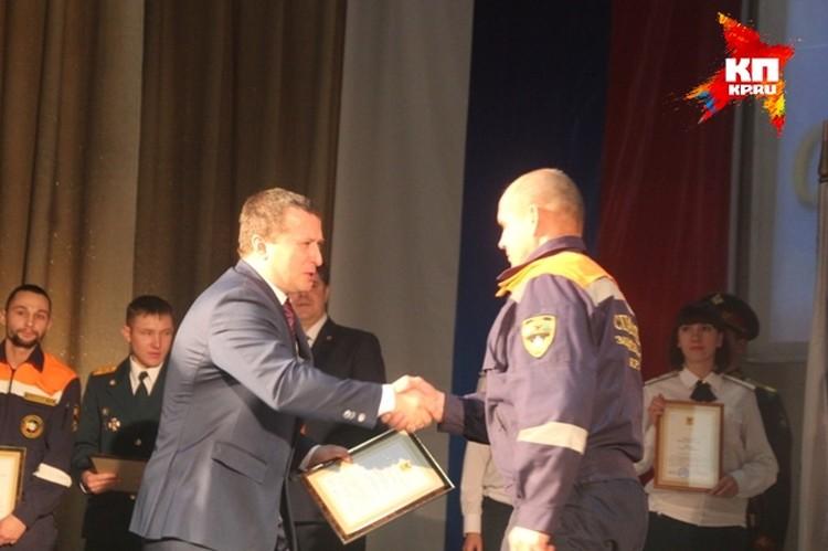 Геннадий Чупин также наградил лучших спасателей