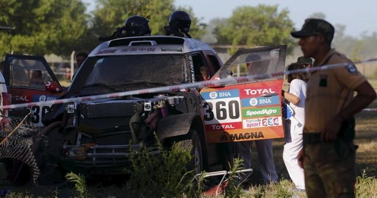 Авария в начале гонки - автомобиль под управлением китайской гонщицы влетел в толпу.