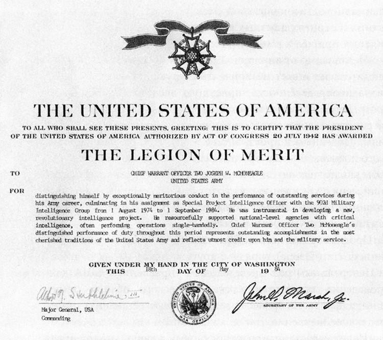 За выдающиеся успехи в разведке агенту 001 вручили орден Почетного легиона. На фото - диплом к награде.