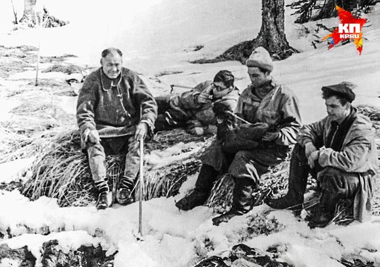Манси Степан Куриков и студенты-поисковики на перевале Дятлова.