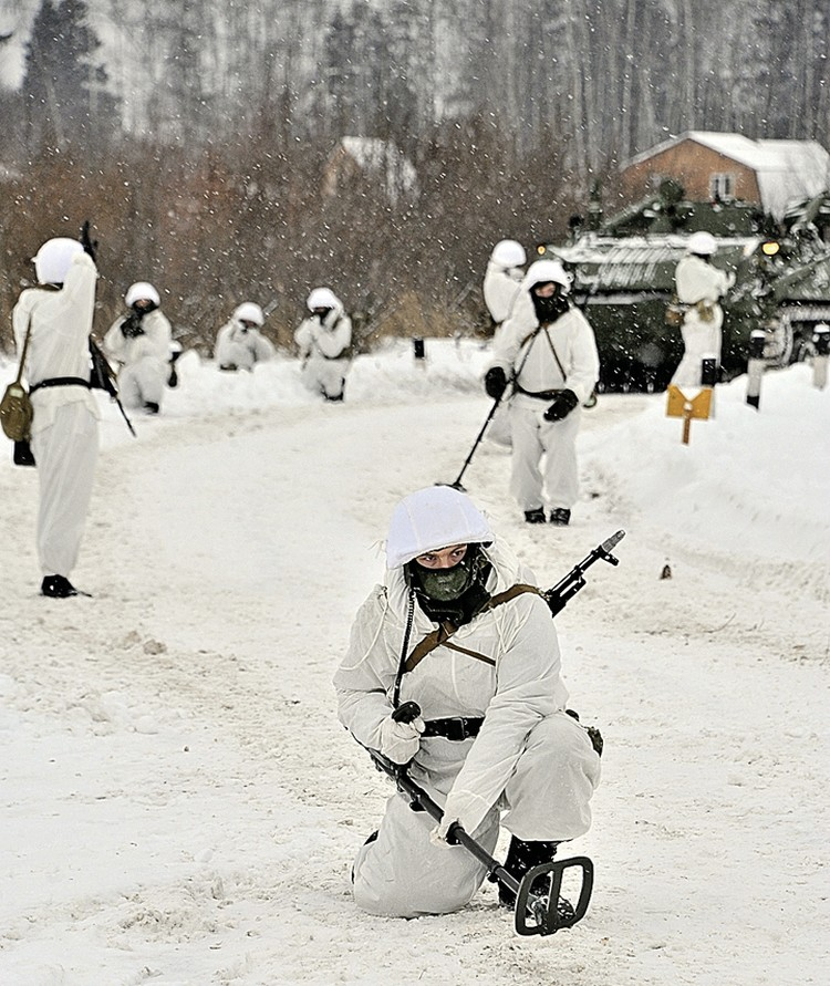 Профессия сапера опасна не только в военное время.