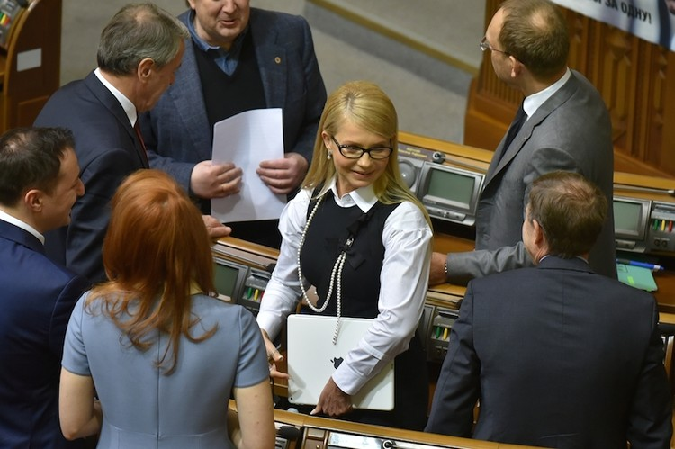 Сегодняшнее появление Тимошенко в Думе произвело фурор: в новом образе Юля - толи бизнес-леди, то ли героиня голливудского сериала. Фото: Оскар ЯНСОН.