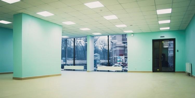 В просторном помещении с индивидуальной планировкой по заказу арендатора можно открыть магазин, салон красоты, детский развивающий центр, даже танцевальную студию.