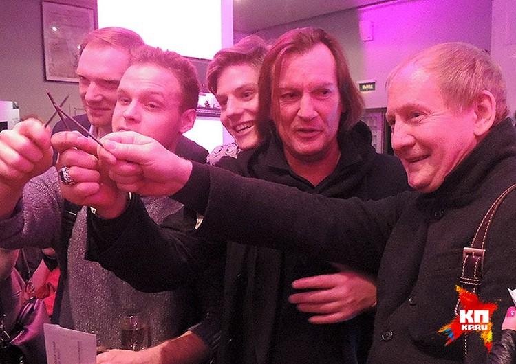 Виктор Вержбицкий, Павел Табаков и Игорь Миркурбанов пришли поддержать своего друга режиссера Константина Богомолова.