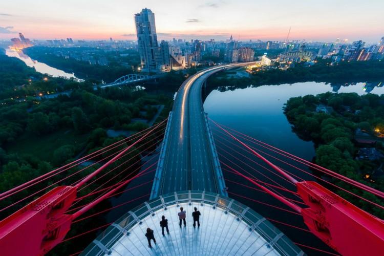 """Живописный Мост, Москва 2012 год. Фото: Виталий Раскалов. Предоставлено музеем """"Эрарта"""""""
