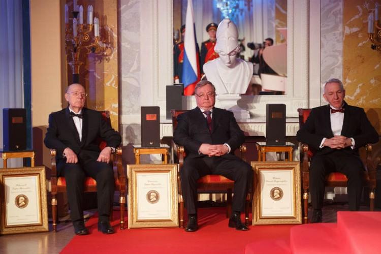 Сергей Степашин (в центре) относится к жизни по-философски