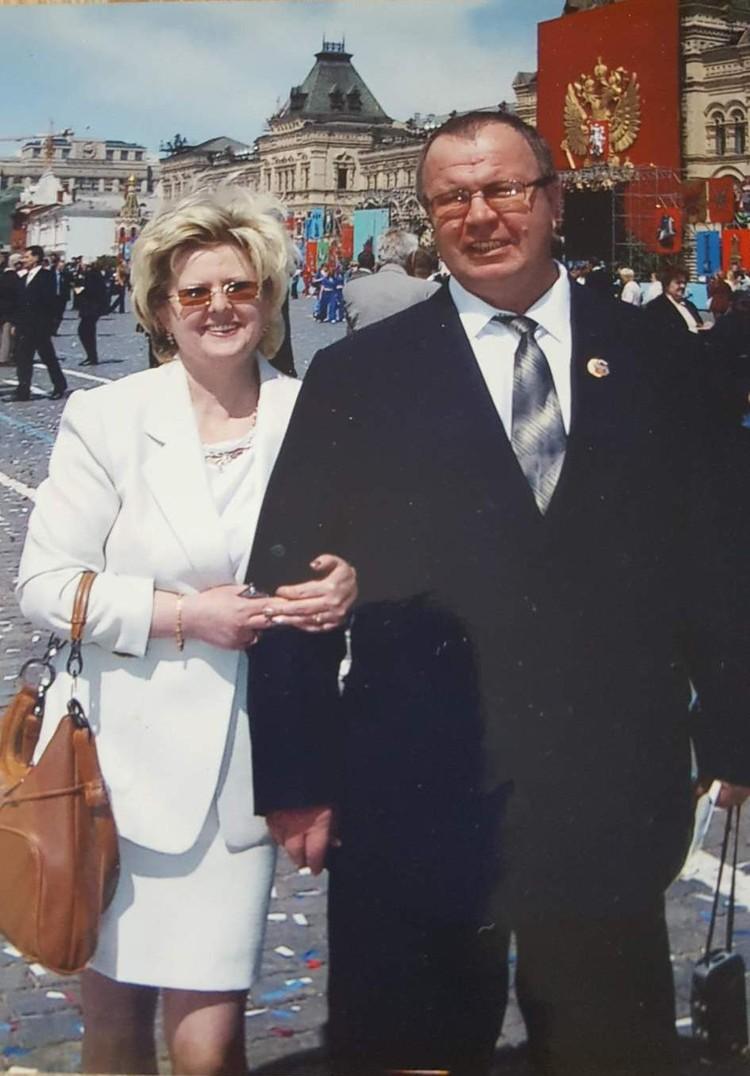 Жена Галина помогает мужу бороться с недугами и нерадивыми медиками.