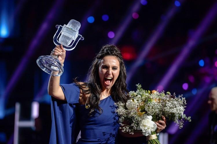 """Украинка Джамала после победы на """"Евровидении"""" с главной наградой."""