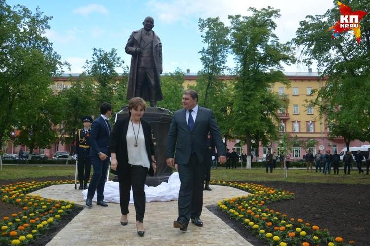 Губернатор Орловской области и внучка Маршала.