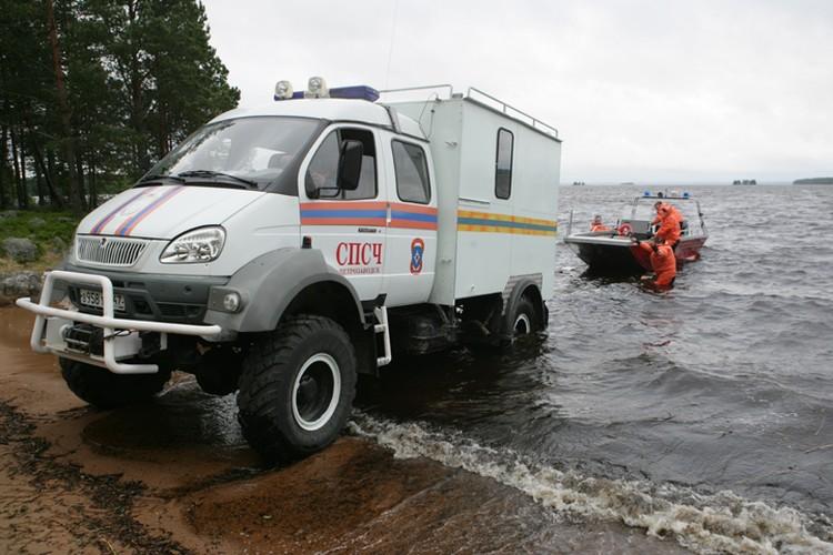 Сотрудники МЧС работают на месте трагедии Фото: Игорь Подгорный/ТАСС