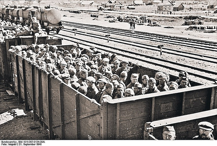Вот так, даже не как скот, а как уголь увозили попавших в плен советских солдат в концлагеря, туда, где живые завидовали погибшим. Фото: wikimedia.org