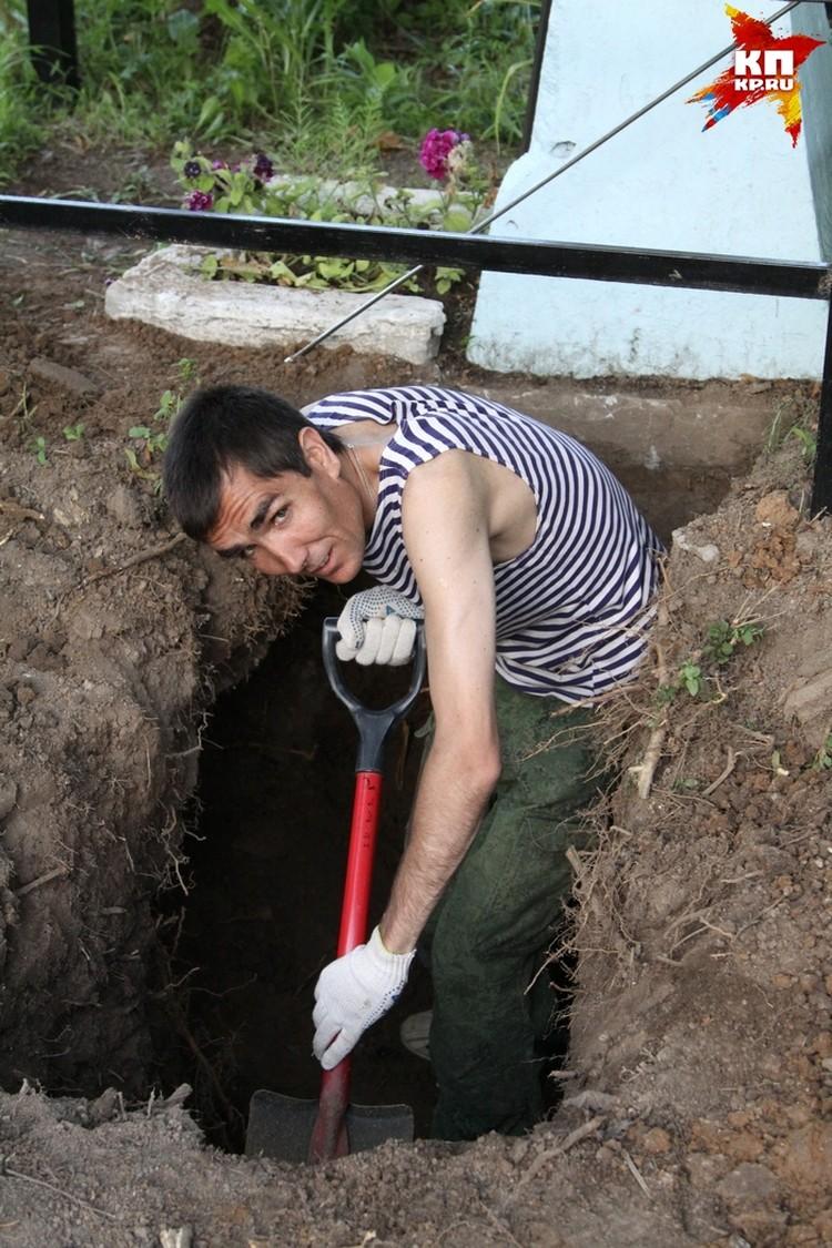 Поисковик Владимир Дедов - именно ему принадлежит находка первого фрагмента.