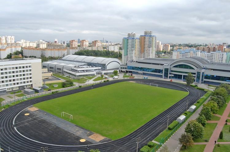 Спортивные залы, учебный корпус, бассейн, общежития – все расположено компактно.