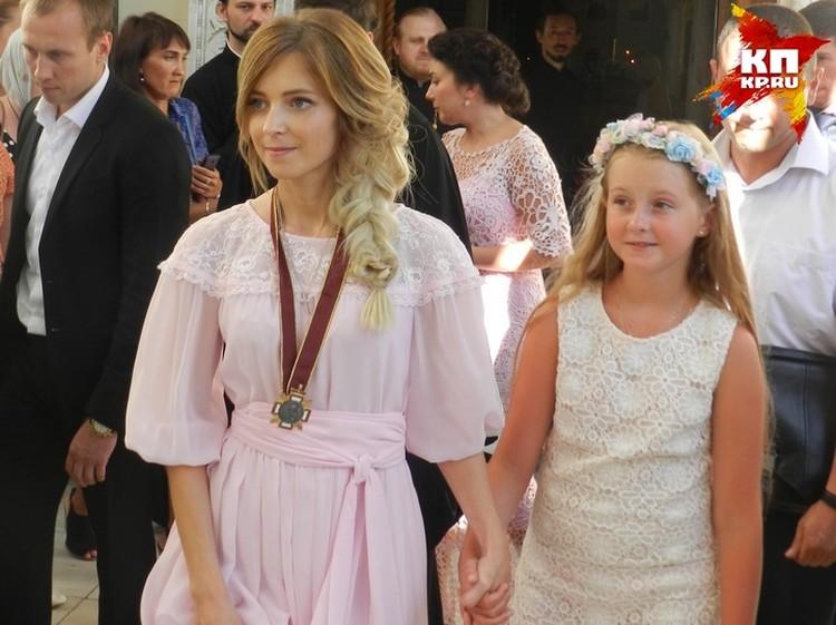 На богослужение в часовню Ливадийского дворца Наталья Поклонская ходила с дочерью Анастасией