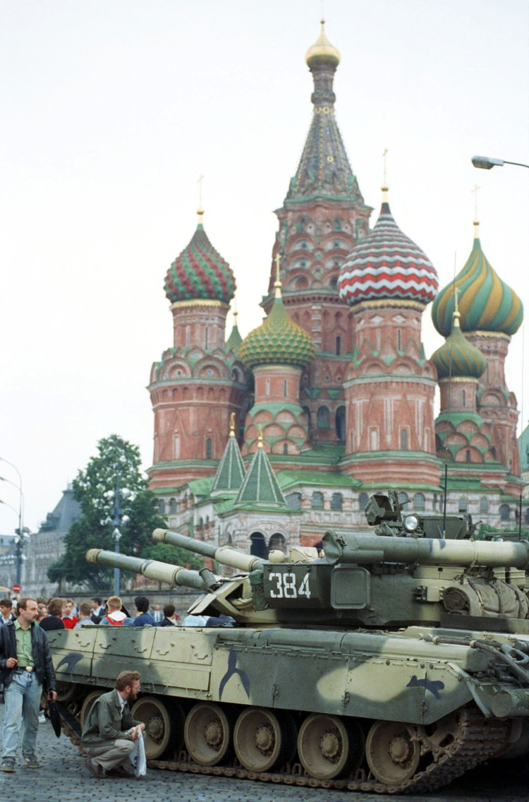 Военная техника на улицах Москвы 19 августа 1991 года. Фото Александра Чумичева /Фотохроника ТАСС/