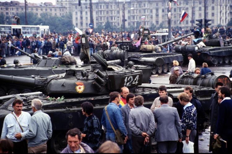 Танки на улицах Москвы, 1991