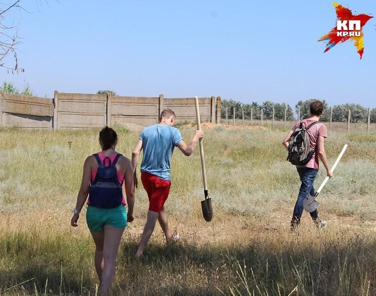 С решимостью и двумя лопатами журналисты «Комсомолки» прибыли в Крым