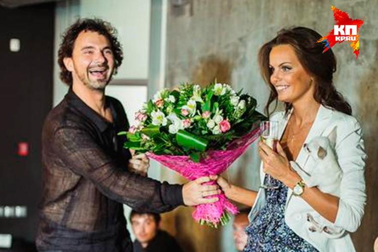 Дмитрий поздравляет Юлю с днем рождения на той самой вечеринке, после которой она пропала