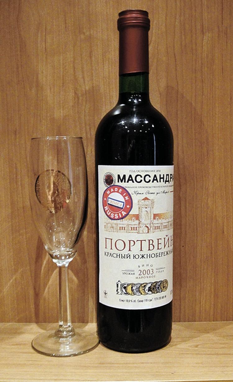 Вот такую бутылочку элитного портвейна после небольшого улучшения наш нью-йоркский корреспондент отослала прямо в Белый дом. Фото: Людмила ПЛОТНИК