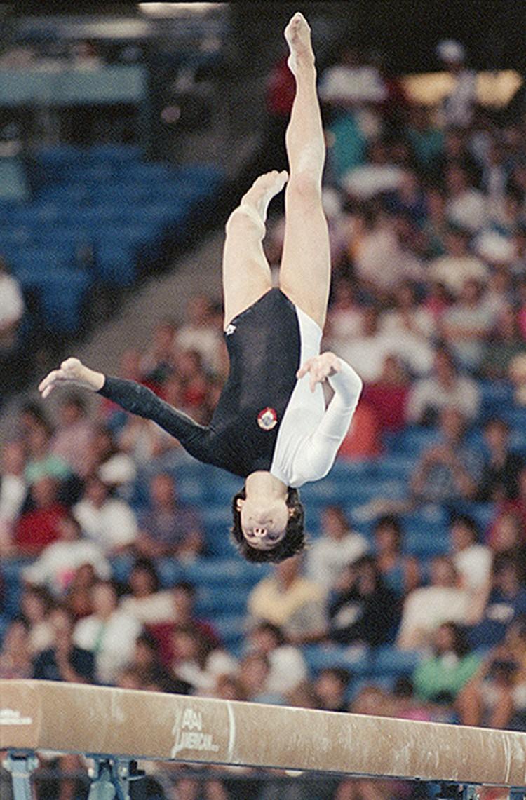 1990 год, советская гимнастка Оксана Чусовитина на турнире в США. ФОТО Чумичев Александр/Фотохроника ТАСС