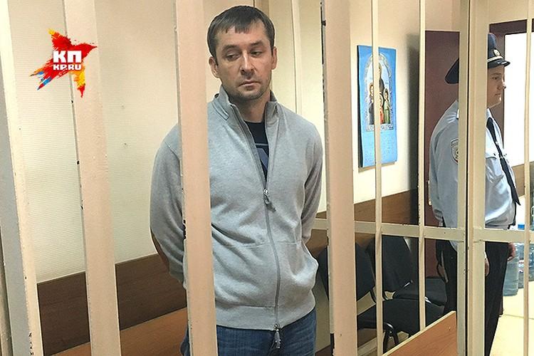 Полковник Захарченко давил на жалость и просил оставить его дома, посулив 70 миллионов рублей залога.