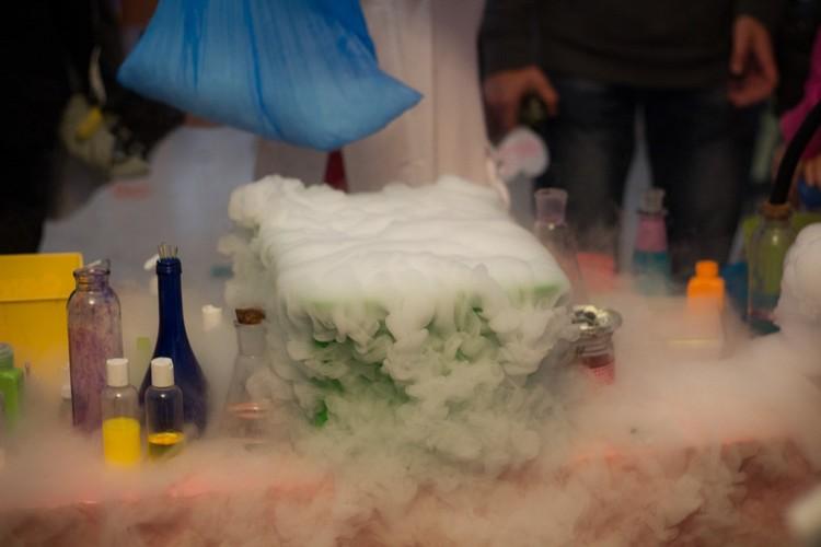 Для юных натуралистов устроят эффектные химические шоу