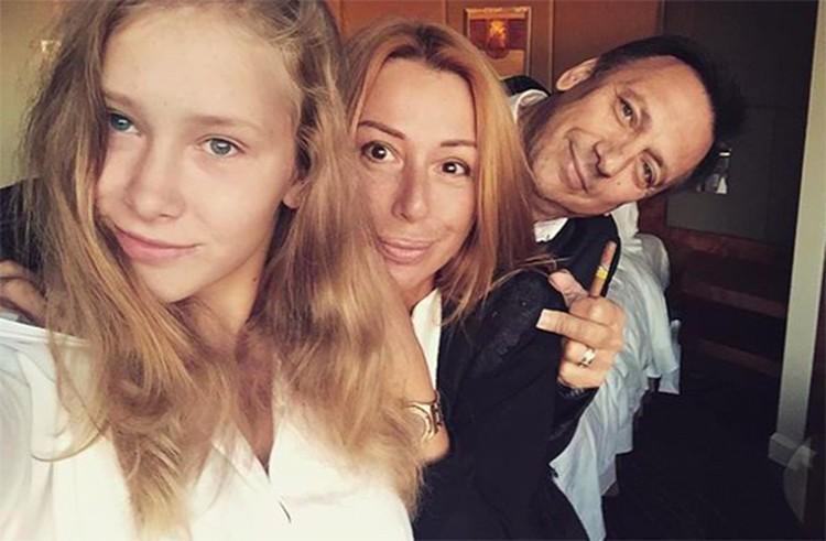 Алена Апина с мужем и дочкой. Фото: Инстаграм.