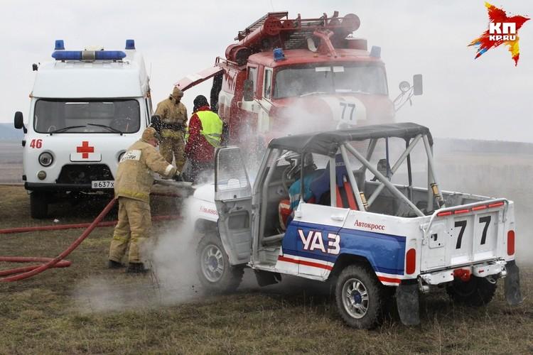 Охладжать двигатель на машине Постникова пришлось с помощью пожарного рукава.