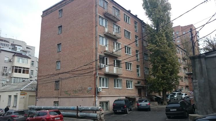 Здание общежития циркачи называли Домом артиста.