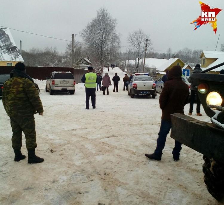Место происшествия на несколько часов оцепила полиция.