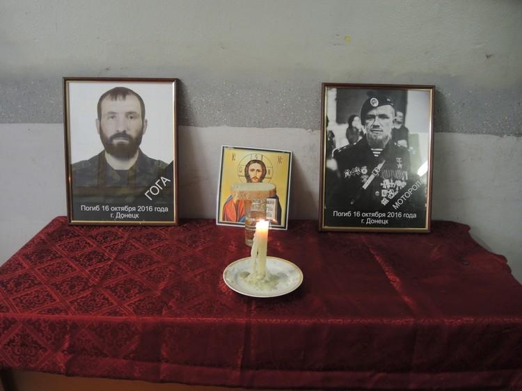 Перед портретами Моторолы и его охранника Гоги постоянно горит свеча. ФОТО Никита МАКАРЕНКОВ, Ольга ГАЛЬСКАЯ