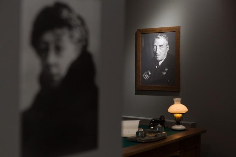 Зал архитектора Генриха Графтио. На фото виден портрет его жены, финансиста и менеджера Антонины Графтио