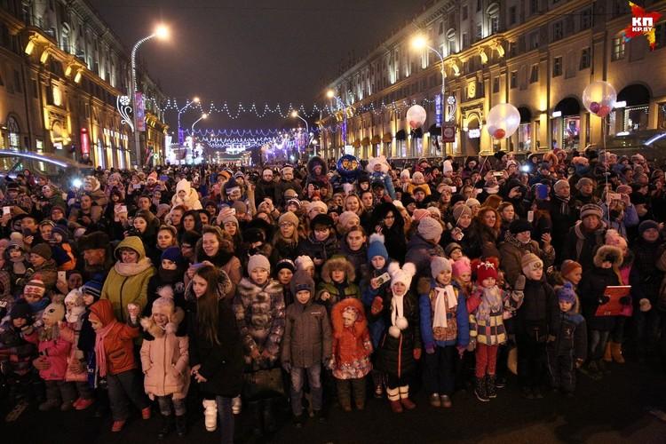Шествие собрало массовое количетво желающих зарядиться праздничной атмосферой