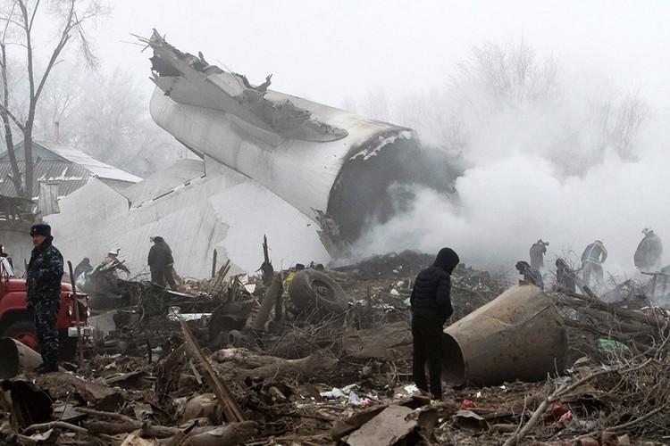 Самолет упал около 7 утра, не дотянув до посадочной полосы буквально 500 метров