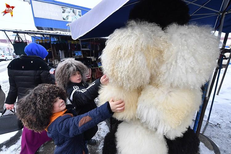 Традиционные папахи больше привлекают туристов. желающие могут сфотографироваться в них за 500 рублей