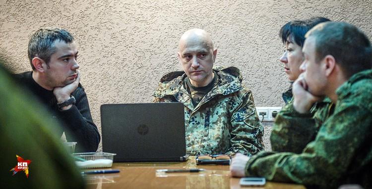 Прилепин - заместитель командира батальона спецназа по работе с личным составом армии ДНР. Замполит. Или политрук