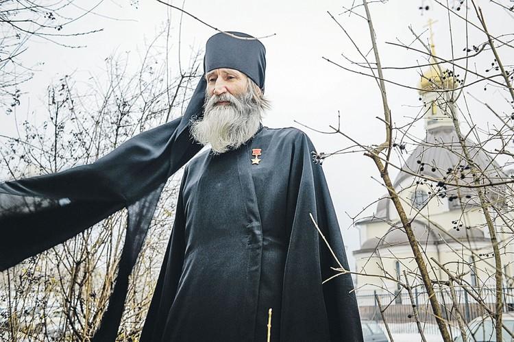 Для монаха Киприана Звезда Героя - теперь еще и повод для проповеди.
