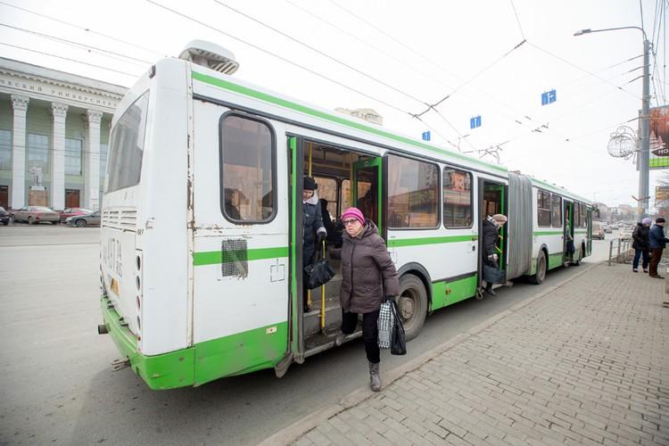 Общественный транспорт уже сияет.