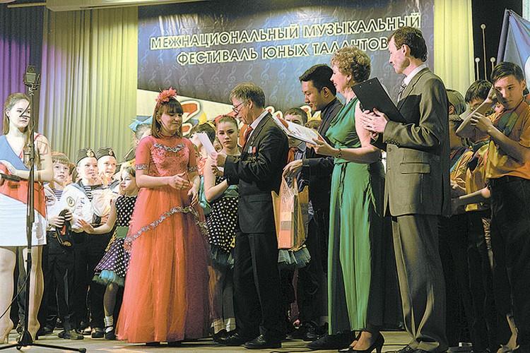 Фестиваль «Единая страна - 2017», который прошел в конце марта в Иркутской областной филармонии, в очередной раз дал возможность ребятам продемонстрировать свои таланты.