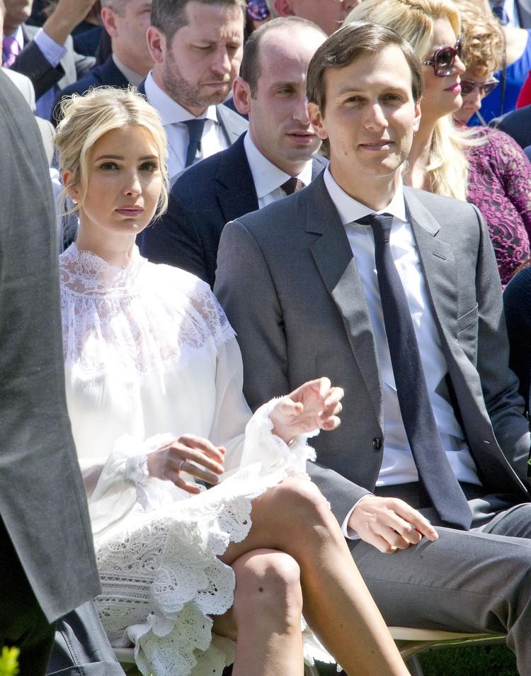 Первая дочь США пришла на встречу вместе с мужем Джаредом Кушнером.