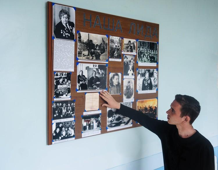 В память о легендарной выпускнице на филфаке ДонНУ открыли стенд. Фото: Никита МАКАРЕНКОВ, Павел ХАНАРИН