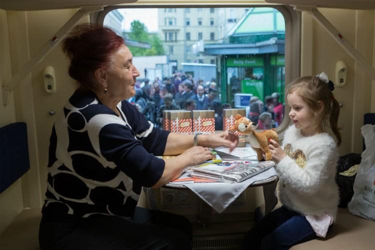 Первым пассажирам поезд понравился