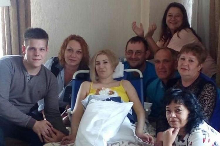 Пострадавшая в ДТП Юлия Шмуль сейчас находится на лечении в Москве, где ее поддерживают родные и близкие люди