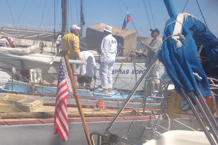 """Капитан яхты """"Grace"""" живет в Майями, а четыре члена экипажа - в Одессе."""