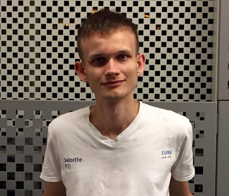Виталик Бутерин - основатель первого печатного журнала по криптовалютам Bitcoin Magazine.