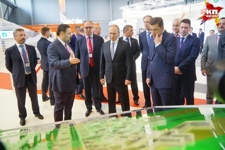 Президенту рассказали о развитии района Академический в Екатеринбурге