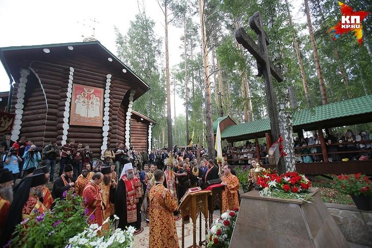 Почтить память царя пришли тысячи верующих Фото: Екатеринбургская Епархия